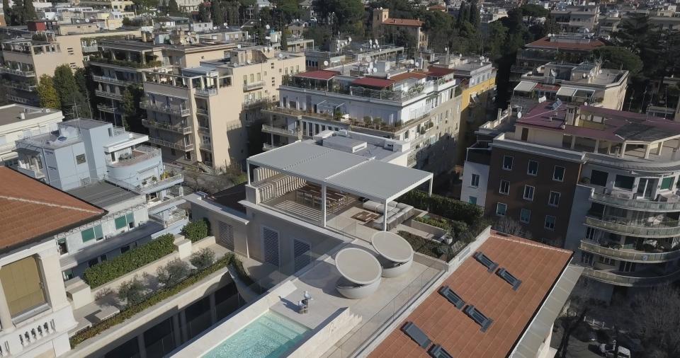 pergola bioclimatica realizzata su terrazzo