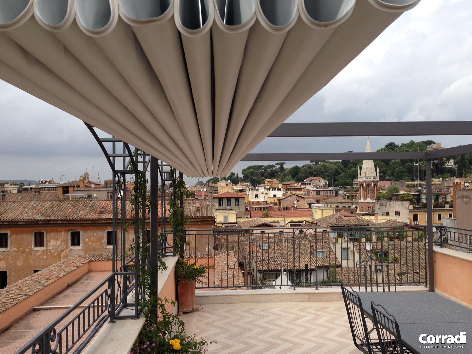 Pergotenda su terrazzo a Roma